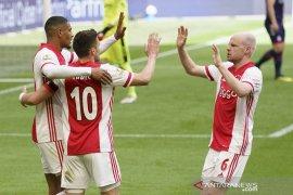 Ajax legalisir gelar juara seusai cukur Emmen