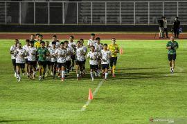Jelang kualifikasi Piala Dunia, Timnas Sepak Bola Indonesia berlatih di Stadion Madya