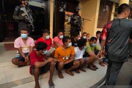 50 orang ditangkap saat penggerebekan Kampung Ambon