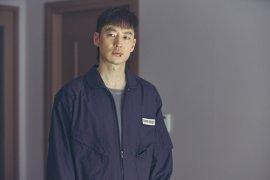 """Lee Je-hoon tampak intimidatif di lokasi syuting """"Move to Heaven"""""""