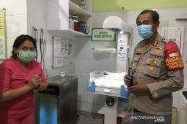 Polisi buru pembuang bayi laki-laki di Kali Jelawe Jakarta Selatan