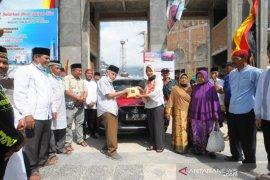 Mobil wakaf untuk Masjid Tablighiyah Kota Bukittinggi, terjual melalui lelang Rp167 juta