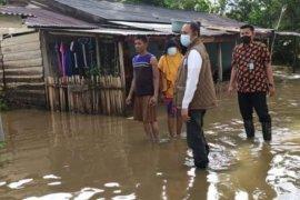 Banjir akibat hujan deras rendam permukiman warga di Mamuju