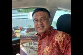 "\""Pena di Atas Langit\"" : interesting, inspiring, and motivating (Resensi buku)"