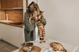 Apa benar makanan buatan sendiri lebih baik untuk kucing?