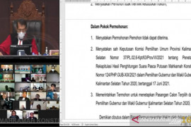 MK menyatakan tidak menerima permohonan Denny Indrayana-Difriadi terkait Pilgub Kalsel