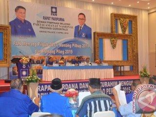 Ketua BAPILU Roni Imran saat memimpin rapat paripurna DPW PAN Gorontalo, dalam menghadapi Pilkada Gorontalo 2017.
