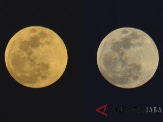 Foto kolase bulan saat muncul menjelang gerhana bulan total