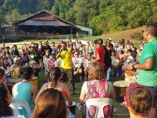 Kelompok musik 1Drums.org and friends menggelar pertunjukan pada Rainforest World Music Festival 2018 di The Big Tent Sarawak Culture Village, Kuching, Malaysia, Juli 2018 . ANTARA FOTO/Jessica Helena Wuysang/18