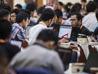 Ratusan mahasiswa mengikuti pelatihan komputasi awan (cloud computing) di di Aula Timur Kampus ITB, Bandung, Jawa Barat, Kamis (18/10/18). Pelatihan yang diselenggarakan oleh anak usaha Amazon.com yakni Amazon Web Services (AWS) bertujuan menyediakan keahlian dan konten untuk cloud-skilling dan membantu ITB menciptakan serta memelihara bakat global bidang komputasi awan dalam teknologi yang sedang berkembang seperti kecerdasan buatan (AI), mesin pembelajar (ML), dan Internet-of-Things (IoT). ANTARA JABAR/M Agung Rajasa/agr.
