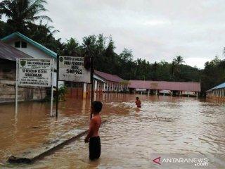 Ratusan siswa di Tapsel diliburkan akibat banjir