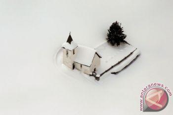 Empat orang diterjang salju longsor di Swiss