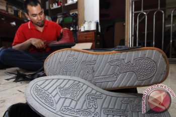 Ada harapan pelaku usaha industri sepatu di Banten bertahan
