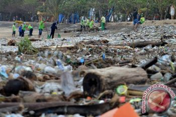 2025 Indonesia bebas dari sampah plastik di laut