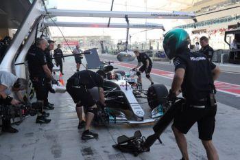 Russell dan Wehrlein jadi pebalap cadangan Mercedes