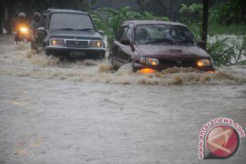 Tips menyetir saat banjir