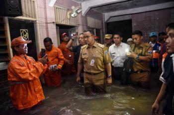 Gubernur minta tanggul di Jati Padang dipermanenkan