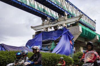 Lima terluka akibat konstruksi LRT Jakarta Timur roboh