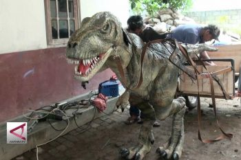 Lulusan SMK ciptakan animatronik dinosaurus