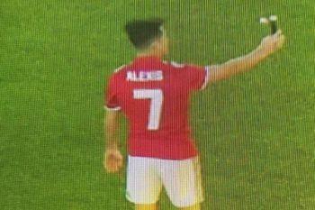 Sanchez pakai nomor keramat 7, sama dengan Beckham dan Ronaldo