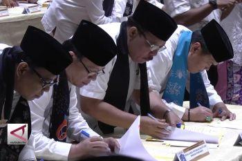 Pejabat DKI Jakarta teken perjanjian di depan gubernur