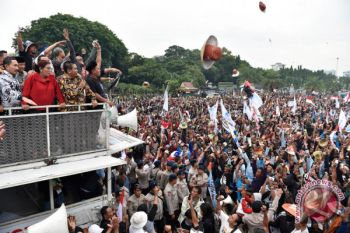 Foto Kemarin: Pelarangan Cantrang Dicabut