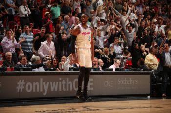 Lewat YouTube, Dwyane Wade umumkan keputusan semusim lagi di NBA
