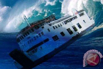 Kapal ikan tenggelam disambar petir, empat awak hilang