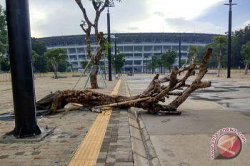 Tangis Menteri Basuki Hadimuljono fasilitas baru SUGBK rusak