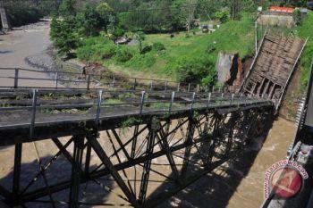 Jembatan Progo Lama Ambruk