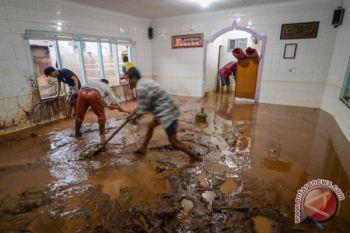 warga terdampak banjir bandang butuh pasokan air