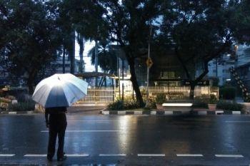 Waspadai hujan deras di sebagian Jakarta pada siang dan malam hari