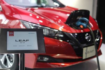 Nissan rayakan 100.000 unit Leaf di Jepang