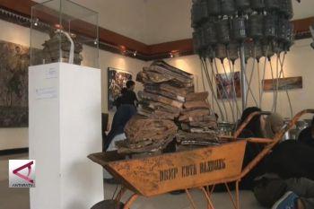 Melihat musibah banjir melalui karya seni rupa
