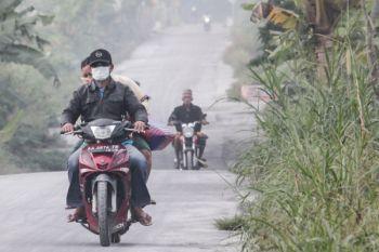 Hujan abu  di dua desa di sekitar Gunung Merapi