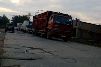 Sopir truk berharap polisi tindak pemalak Jalan lintas Sumatera