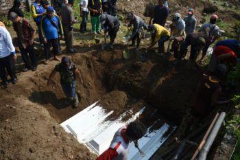 Pemakaman terduga teroris Surabaya