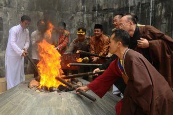 Pengambilan Api Dhamma Waisak