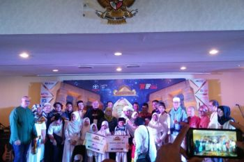 Sambil halal bihalal, TOC sampaikan donasi kepada anak yatim piatu