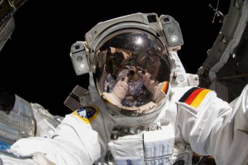 Dua astronaut baru diterbangkan ke stasiun ruang angkasa