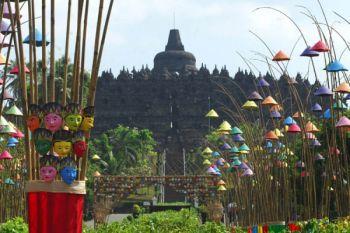 Pelukis Indonesia-Malaysia pameran bersama di Borobudur