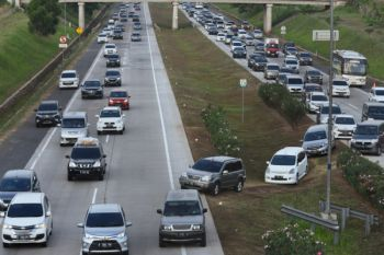 Jalan Tol Jakarta-Cikampek arah Jakarta cukup padat