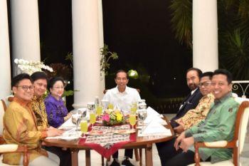 Presiden makan gurame goreng bersama Ketua Parpol