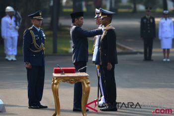 Kemarin, Presiden lantik perwira TNI Polri hingga Malaysia tangkap teroris WNI