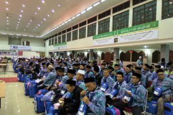 Rombongan calon haji Jakarta ke bandara tujuh jam sebelum take off