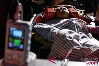 Ambulans hilir mudik ke rumah sakit Mataram pascagempa