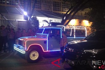 "Jokowi-Ma'ruf kendarai Land Rover dihias seperti ""odong-odong"""