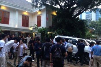 Relawan dan anggota Badan Pemenangan KIAM kumpul di kediaman Prabowo