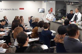 Koki Indonesia ajarkan cara masak soto di Le Cordon Bleu Paris