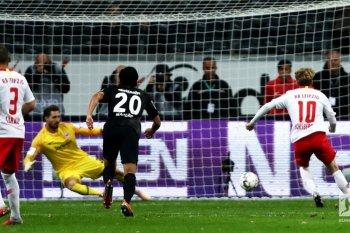 Penalti Forsberg amankan satu poin Leipzig di markas Frankfurt